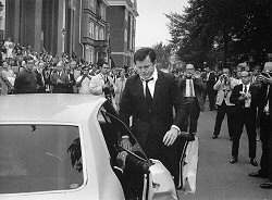 John Loengard, Edward Kennedy arriving for Mary Jo Kopechne�s funeral